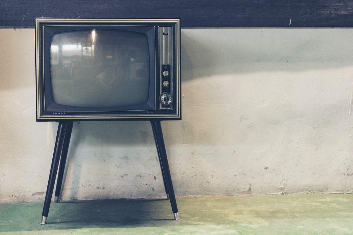 Wspólny odsapnięcie przed telewizorem, czy też niedzielne serialowe popołudnie, umila nam czas wolny ,a także pozwala się zrelaksować.